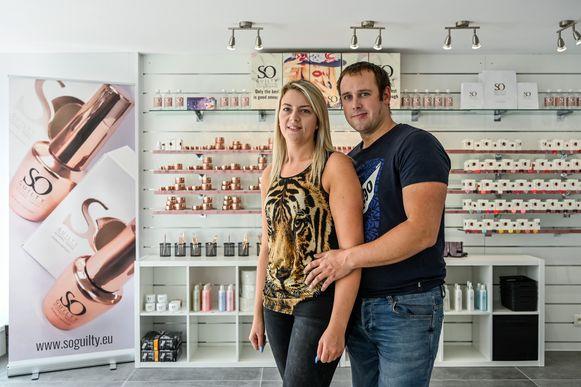 Sabrina en Seppe in de compleet vernieuwde groothandel en nagelstudio in de Armand Rubbensstraat.
