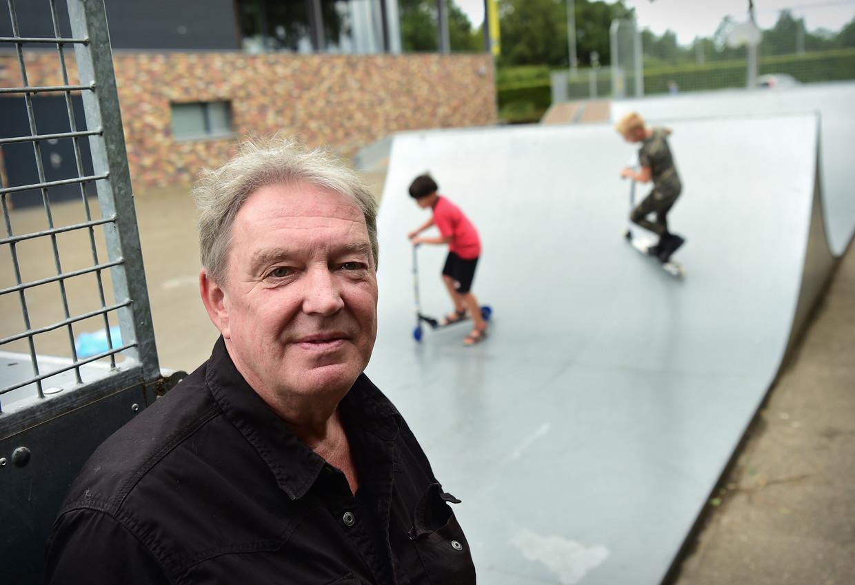 Met zijn 64 jaar is Jo van den Boogaard waarschijnlijk de oudste fractievoorzitter van een jongerenpartij in Nederland. Beeld Marcel van den Bergh / de Volkskrant