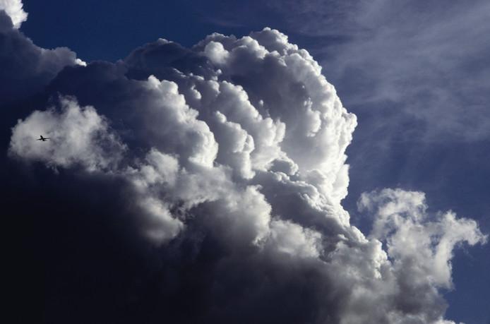 Zon en wolken wisselen elkaar dit weekend af. Met lokaal kans op een bui. Het wordt wel kouder.