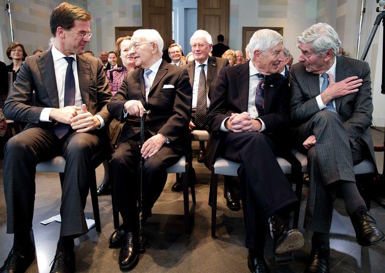 Minister-president Mark Rutte en de oud-premiers Piet de Jong, Dries van Agt en Ruud Lubbers en op de tweede rij Hans Wiegel. Beeld ANP