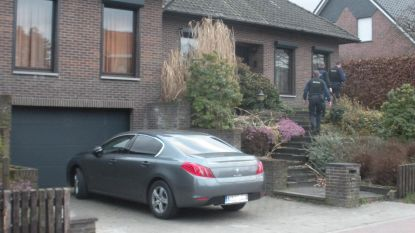 'Eigen Kweek', maar dan in het echt: twee broers, zus en vader verdacht van cannabiskweek in straat van politiekantoor