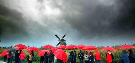 Bye bye warm weer! Het kan flink gaan plenzen: buien, onweer en hagel op komst