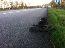 Verwarde man op sokken van snelweg A12 geplukt