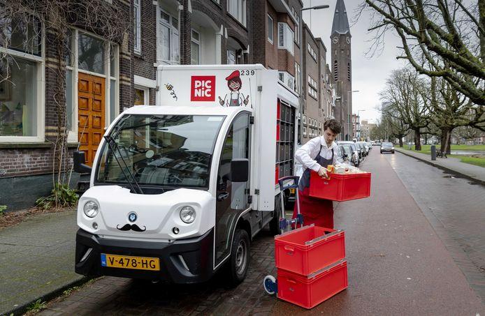 Online supermarkt Picnic bezorgt de boodschappen al met de E-Worker, een elektrische voertuig dat is geïnspireerd op de Britse melkwagen.