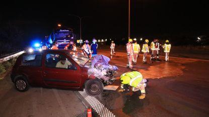 E17 tijdje versperd na aanrijding tussen auto en takelwagen