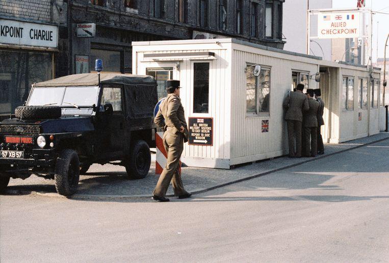 Checkpoint Charlie in Berlijn. Beeld Jan Cremer