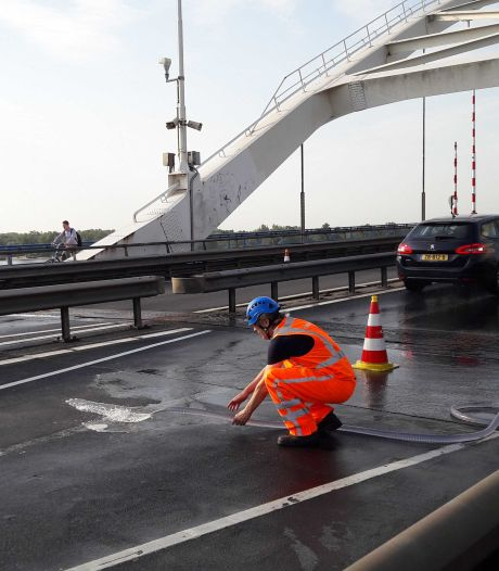 Rijkswaterstaat koelt bruggen in verband met hitte