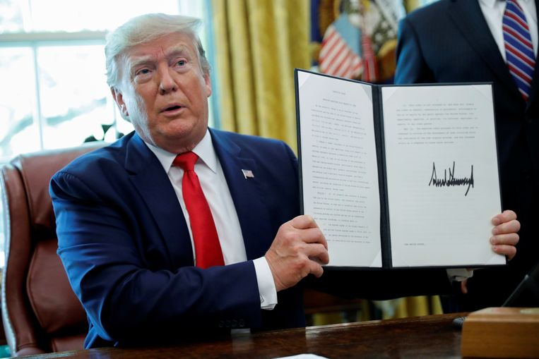 President Donald Trump kondigt zware sancties aan tegen Iraanse ayatollah Khamenei.