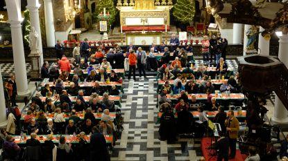 Kamiano geeft kansarmen en daklozen heerlijke kerst in monumentale kerk