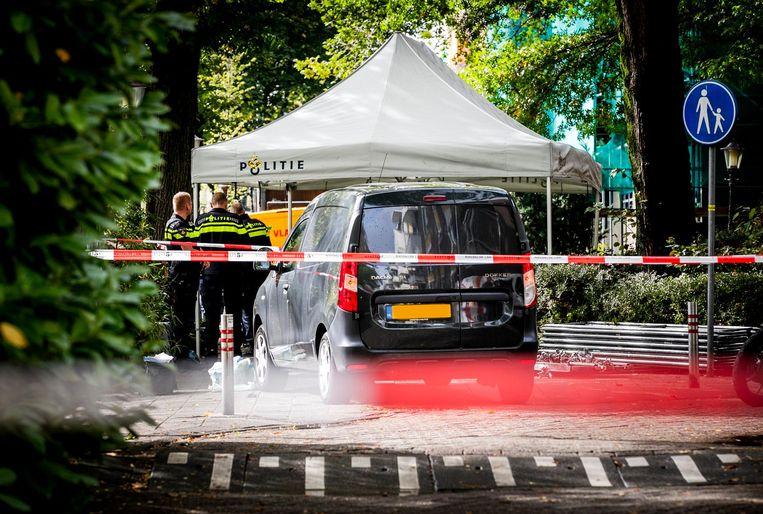 Politie bij De Wittenkade in de Staatsliedenbuurt.