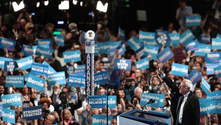 Bernie Sanders spreekt de conventie in Philadelphia toe. Beeld AFP