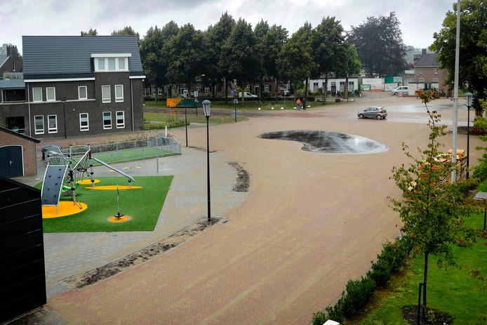 Het nieuwe verkeersplein op de Eerdsebaan.