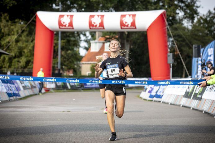 Gemma Frances is de snelste bij de vrouwen.