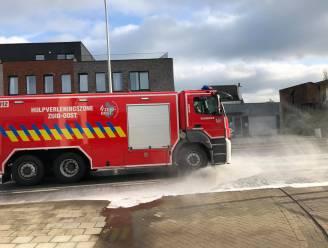 Oliespoor in verschillende straten Erembodegem, brandweer reinigt wegen