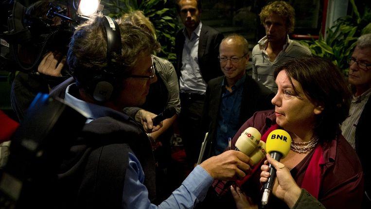 FNV-voorzitter Jongerius vertelt de pers dat de bonden niet akkoord zijn. Beeld anp