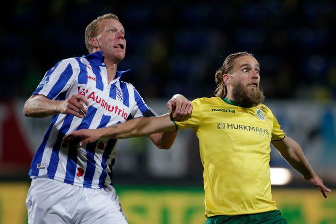 Henk Veerman in duel met Branislav Ninaj.