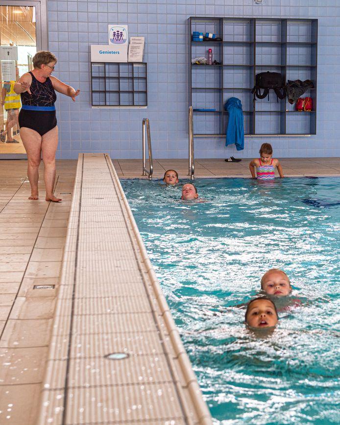 Onder meer in het Jaap van der Krol Bad in Nijkerk zijn de zwemlessen al hervat. Vanaf maandag 18 mei staan ook weer lessen geprogrammeerd in Amerena, Octopus en De Duker.