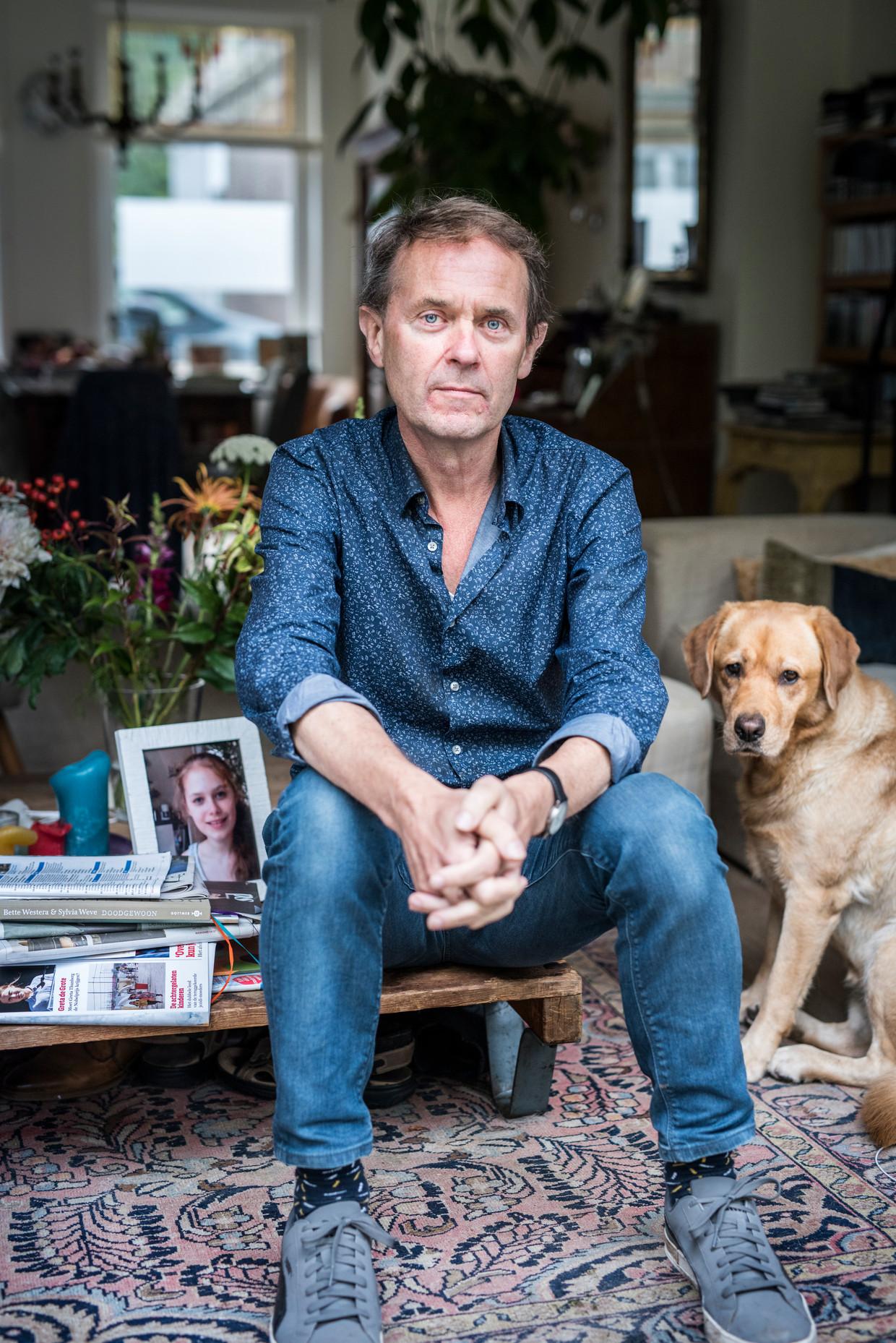 Wetenschapsjournalist en schrijver Koos Neuvel (1958) is de vader van Nora, die in 2016 een dag na haar 18de verjaardag overleed aan de gevolgen van anorexia nervosa.