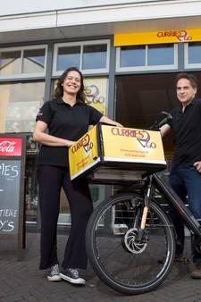 Eric brengt curry's rond op de fiets