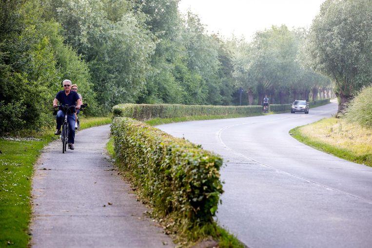 Het fietspad naast de Dammesteenweg is nu te smal en kan ook een heraanleg gebruiken.