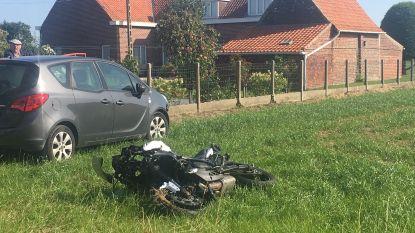 Motorrijder zwaargewond na botsing
