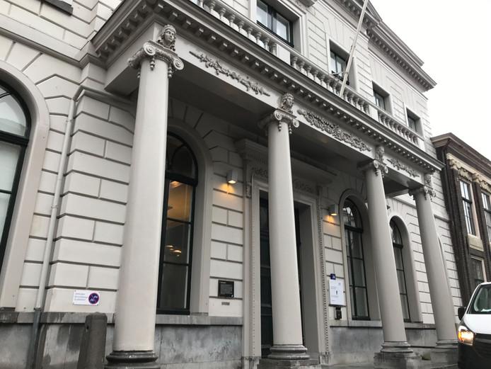 Leren Bank Karwei.Celstraf Geeist Tegen Vrouw Die Karwei Voor 1 1 Miljoen Euro