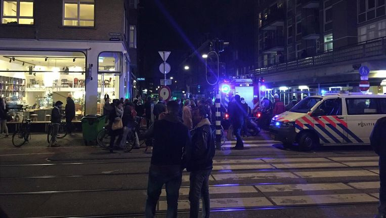 Op de Ten Katestraat werd vrijdagavond geschoten. Beeld Mart Kok