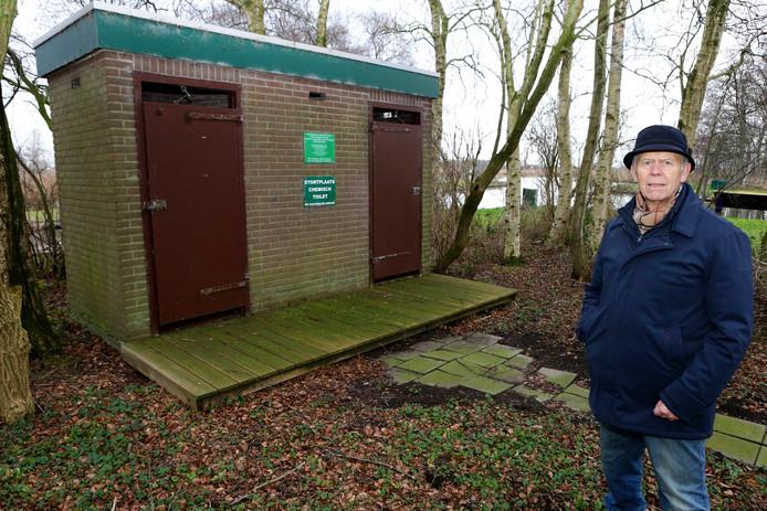De huidige toiletten bij de Nieuwkoopse Plassen zijn te vies voor woorden volgens Peter Groen van Gebruikers Platform Nieuwkoopse Plassen.