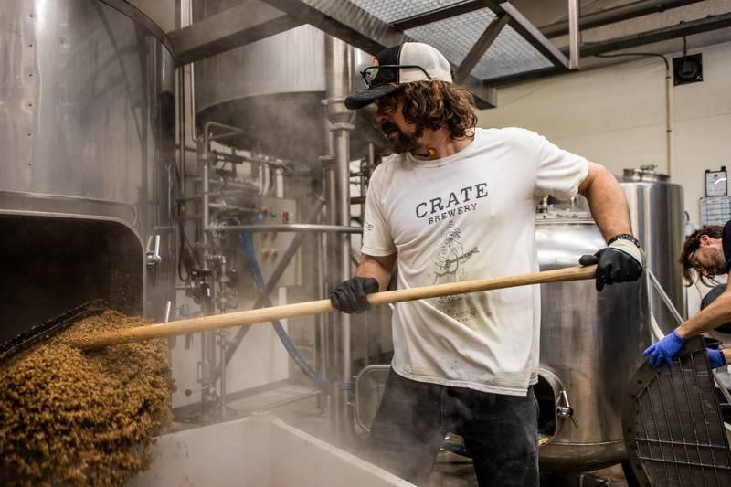 Nathan Swulinski in de brouwerij in Noord.
