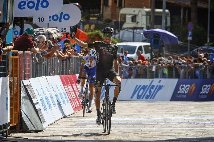 Lucas Hamilton is medevluchter Fausto Masnada te snel af.