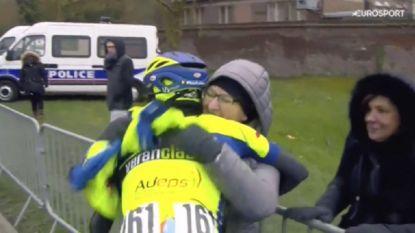 """Kenny Dehaes wint voor verongelukte Demoitié: """"Voor altijd fietst hij met me mee"""""""