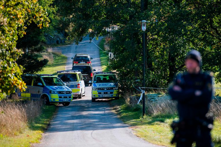 Cars carrying members of the North Korean delegation arrive to Villa Elfvik Strand conference center where US-North Korea talks are expected to take place on October 5, 2019 in Lidingo, Sweden. (Photo by Jonathan NACKSTRAND / AFP)