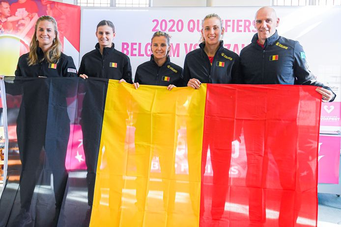 Ysaline Bonaventure, Greet Minnen,  Kirsten Flipkens,  Elise Mertens and et le capitaine Johan Van Herck