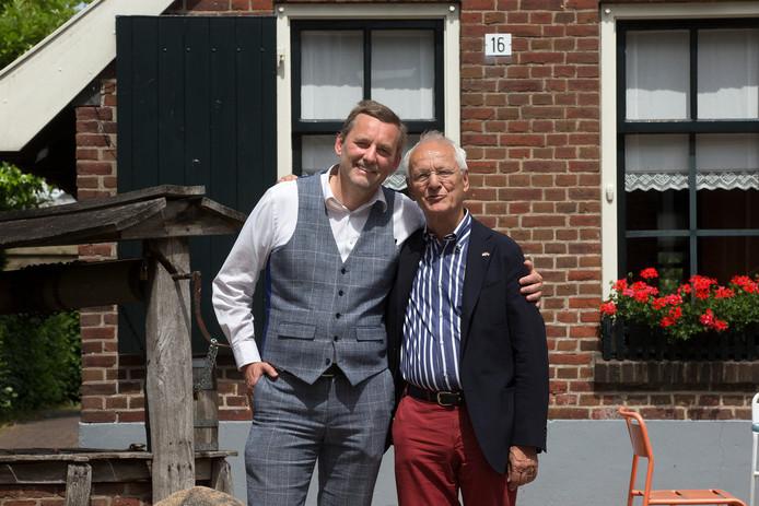 Anton Stapelkamp (links) en Gerhard Schröder.