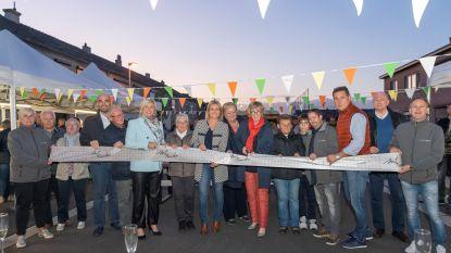 Buurtbewoners huldigen vernieuwde Fruitwijk in
