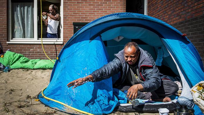 Vluchtelingen uit de voormalige Vluchtgarage in Amsterdam