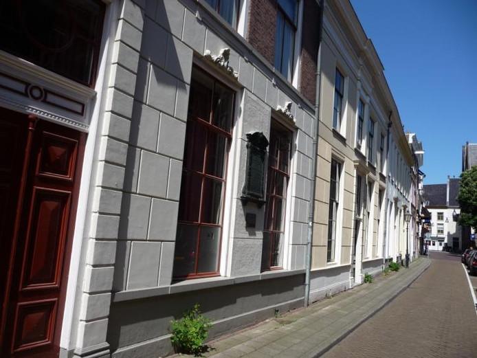 In dit huis in de Zwolse Bloemendalstraat stierf Joan Derk van der Capellen. Zijn lichaam werd toen overgebracht naar het familiegraf in Gorssel.