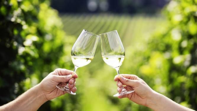 Zeg dat het niet waar is: witte wijn kan roos veroorzaken