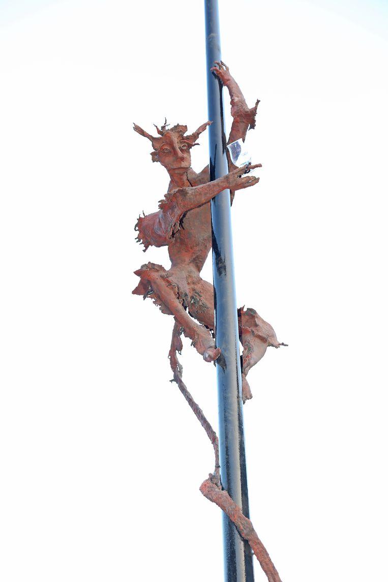 Het nieuwe hopduvelbeeld werd in 2017 plechtig ingehuldigd.