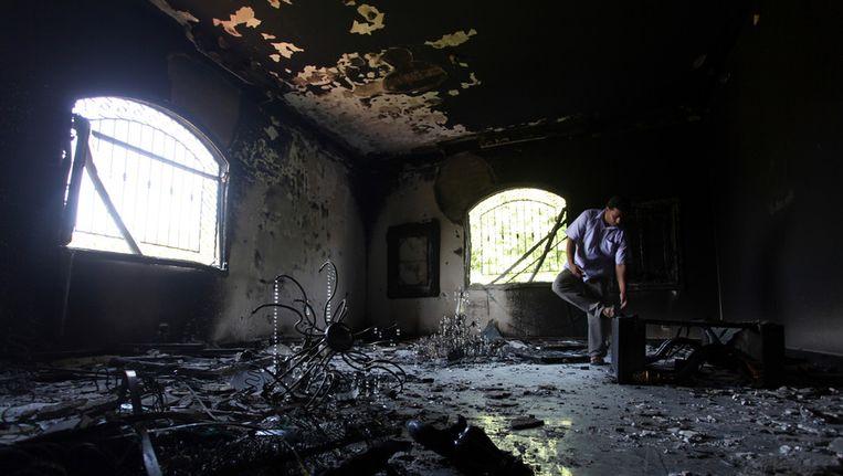 Het Amerikaanse consulaat na de aanslag. Beeld ap