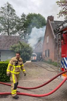 Brandweer voorkomt overslag carportbrand naar woning in Twello
