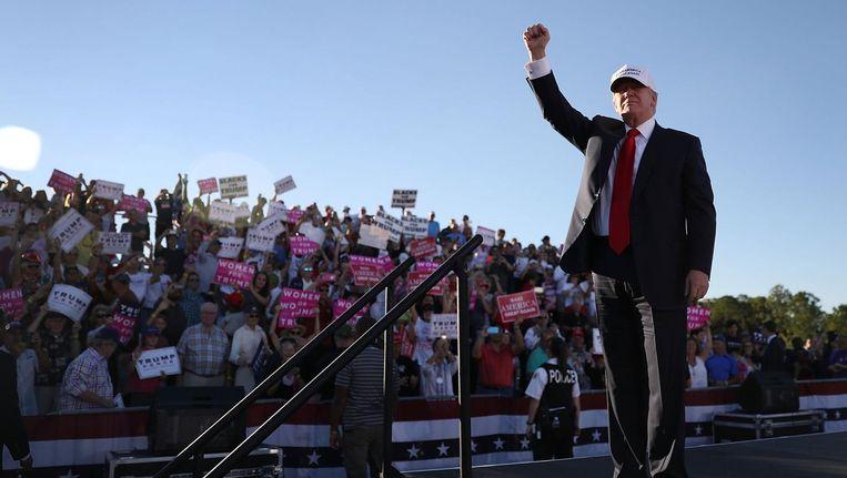 'Trumps trouwste fanschare bestaat uit de witte onderklasse en de 'radicale' witte Jannen Modaal die als de dood zijn dat ze als ze hun baan kwijtraken ook de onderklasse in zakken.' Beeld afp
