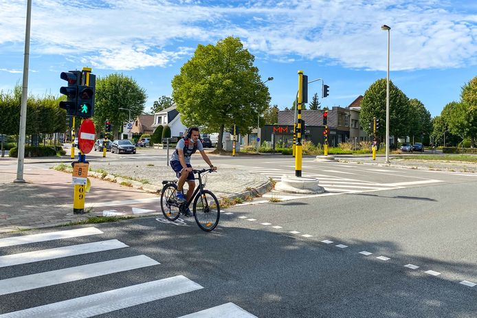 Het Vlaams Agentschap voor Wegen en Verkeer wil de oversteekplaatsen op de Prins Boudewijnlaan veiliger maken.