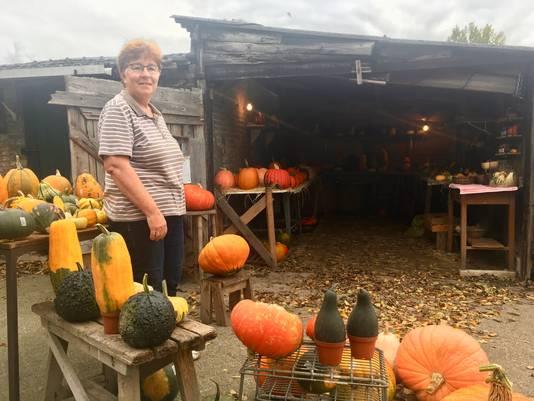 Rian Legius bij haar 'pompoenenwinkel' aan de Schijndelsedijk in Boxtel.