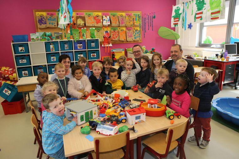 De leerlingen zijn alvast blij met hun nieuwe, ruime klasje.