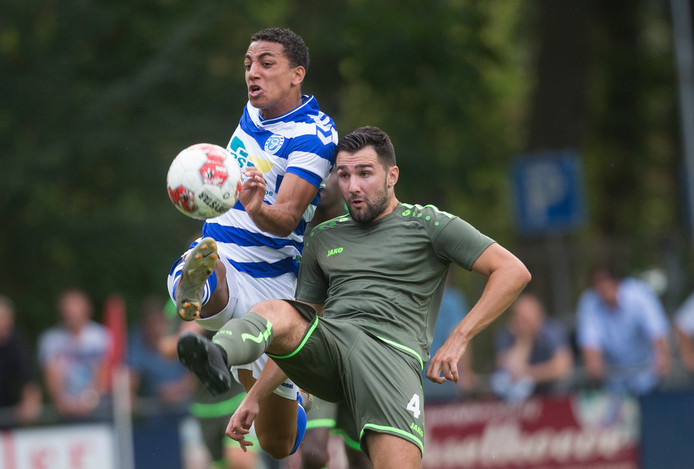 Archieffoto: FC Lienden (in het groen) ontmoet in de eerste kwalificatieronde van de TOTO KNVB beker het Zeeuwse Kloetinge.