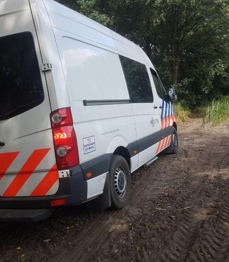 Man (70) overleden na botsing tegen boom in Ambt Delden