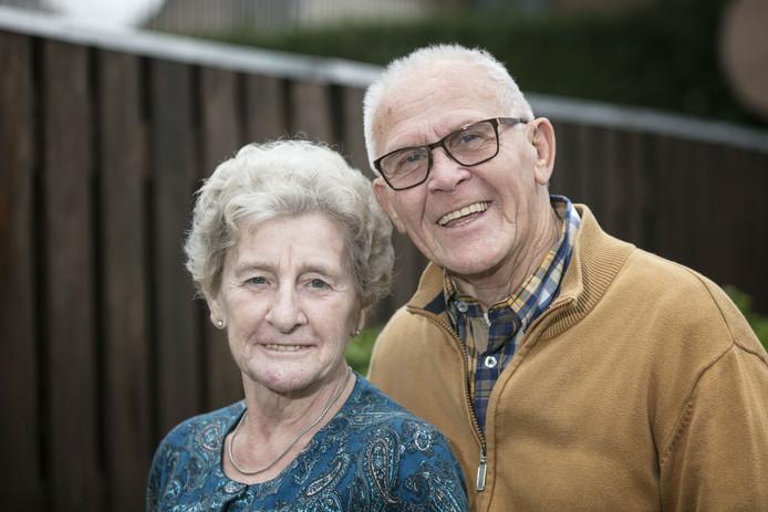 Ries Coset (75) en Antoinette Laheij (70) uit Kerkdriel zijn vijftig jaar getrouwd.