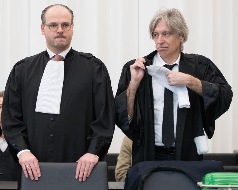 Advocaat Frédéric Thiebaut naast zijn collega Walter Van Steenbrugge.