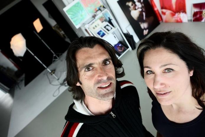 Hans van Nunen en Melanie Rijkers in hun nieuwe studio/atelier: hij met meer geduld, zij vooral met gevoel. foto Charlotte Akkermans/het fotoburo